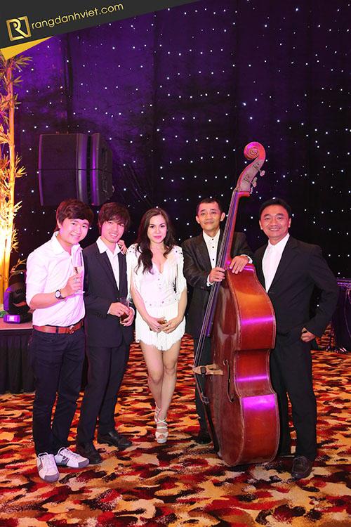 Ban nhạc trong tổ chức tất niên