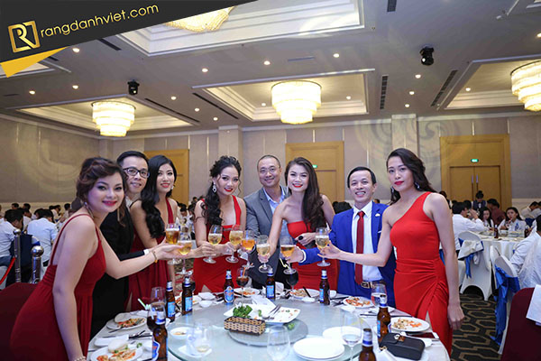 Bữa tiệc cuối năm công ty