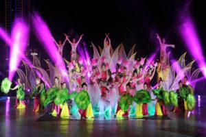 múa biểu diễn nghệ thuật