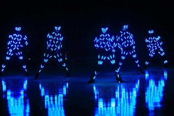 nhảy led khi tổ chức sự kiện tất niên